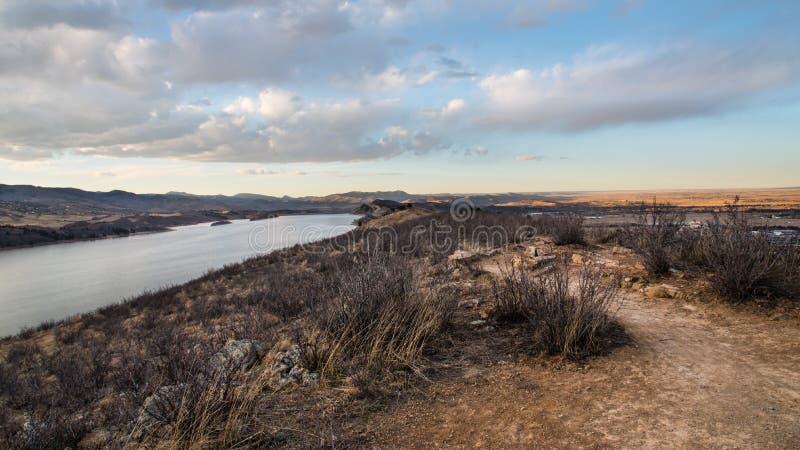 Horsetooth behållare, Fort Collins, Colorado på skymning arkivfoton