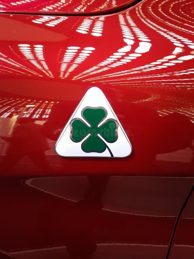 Horspower 500 vermelho de Giulia do alfa do sinal do trevo de quatro folhas fotos de stock royalty free