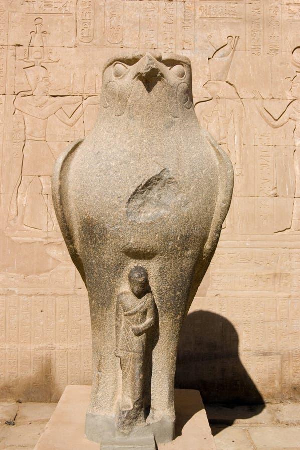Horus avec la statue de pharaon image libre de droits