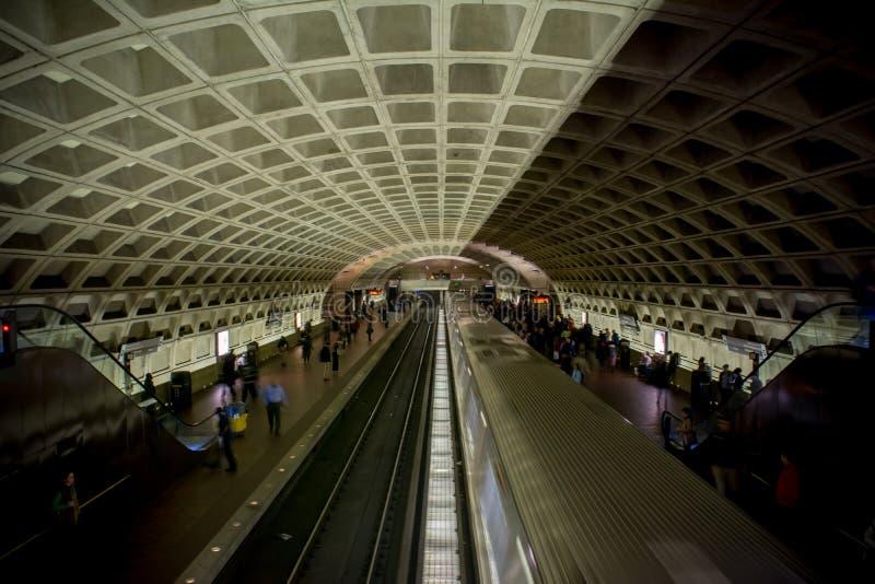 Horyzontalny widok Waszyngtoński metro Z jeden Działającym T fotografia stock