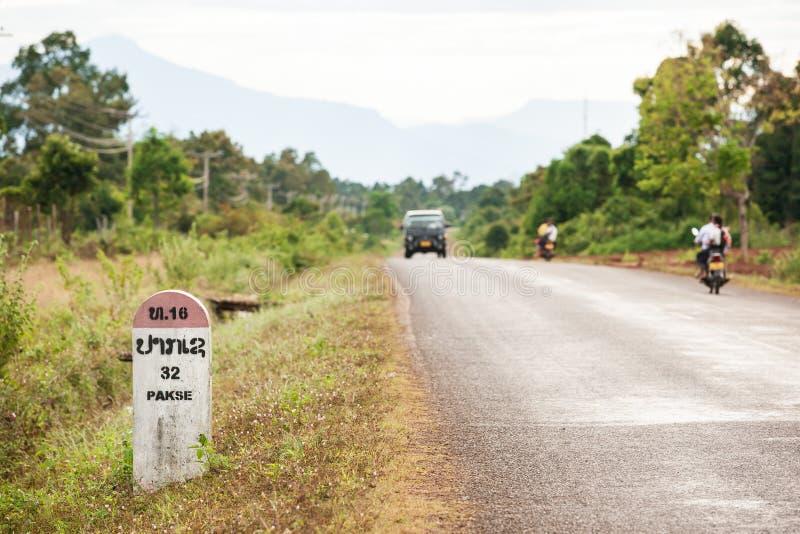 Horyzontalny zdobycz 32 kilometru Pakse kamień milowy na Na obrazy royalty free