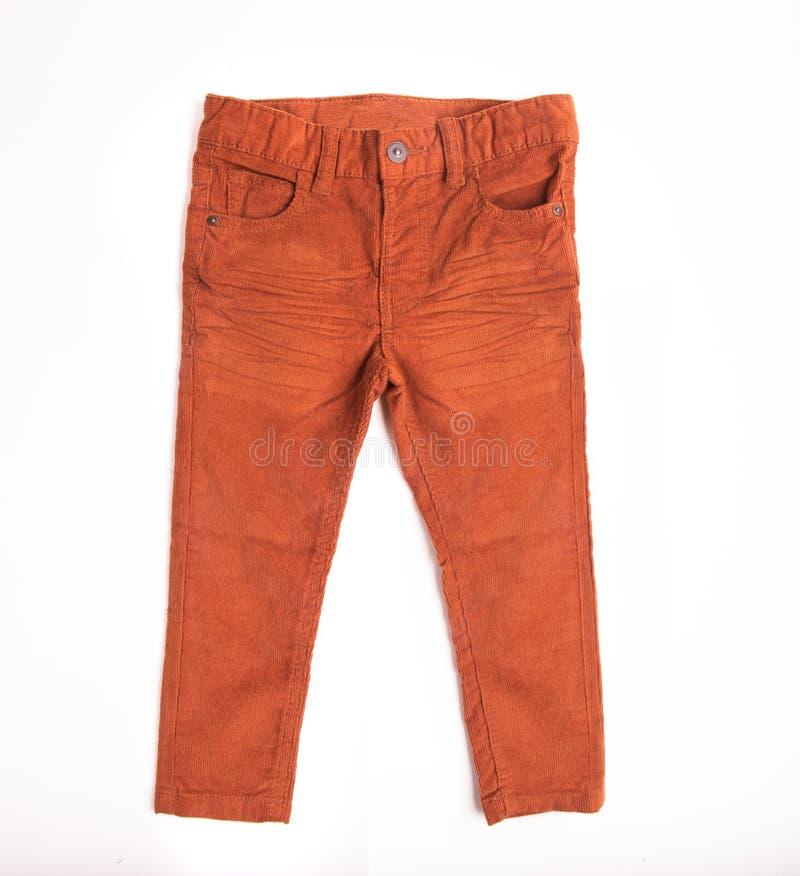 Hosen für einen Jungen der Orange auf einem weißen lokalisierten Hintergrund lizenzfreie stockfotos
