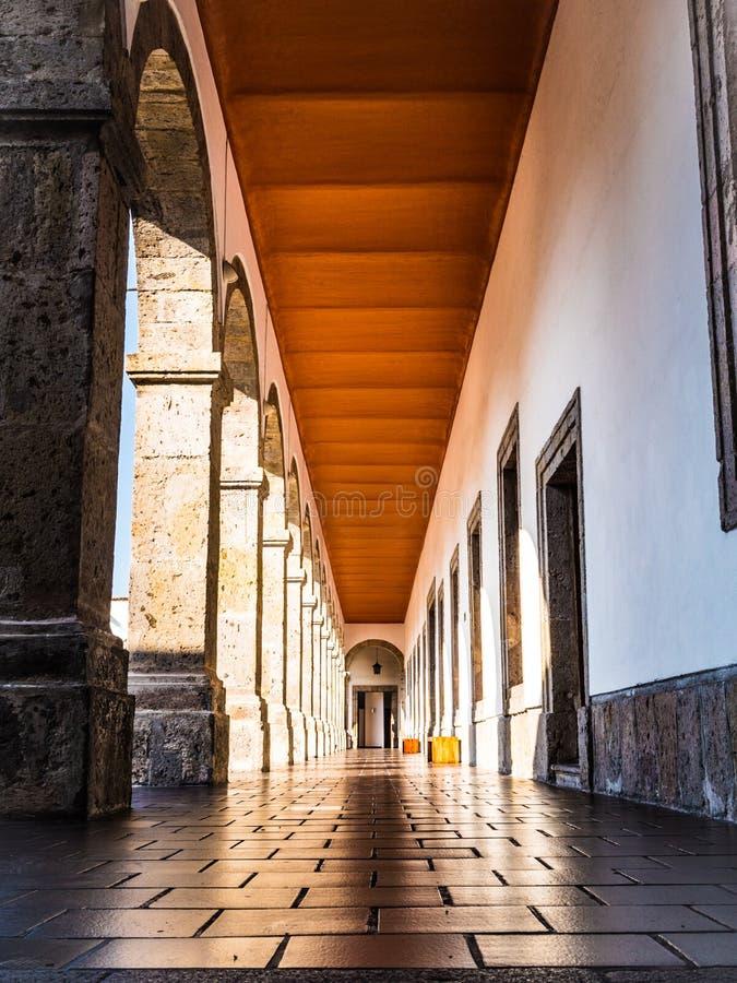Hospicio小屋拱道在瓜达拉哈拉哈利斯科州墨西哥 免版税库存照片