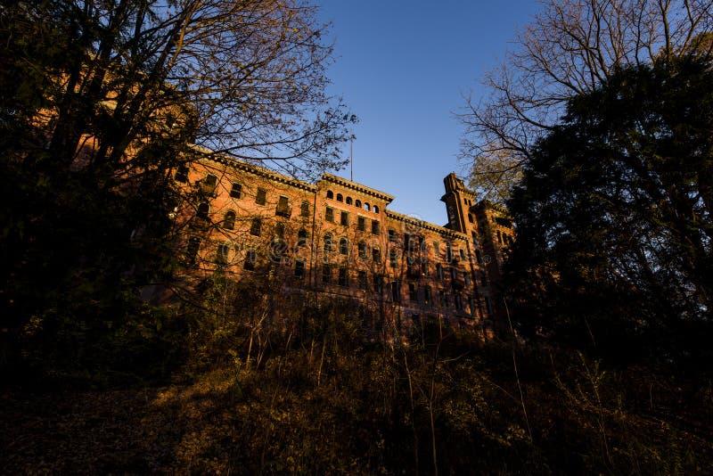 Hospital abandonado na noite atrasada - Jackson Sanatorium - Dansville, New York imagens de stock