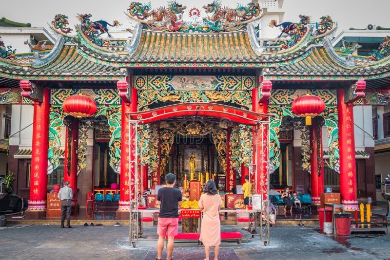 Hospital da fundação de Kuan Im Shrine Thian Fah na estrada de Yaowarat em Banguecoque, Tailândia imagens de stock royalty free