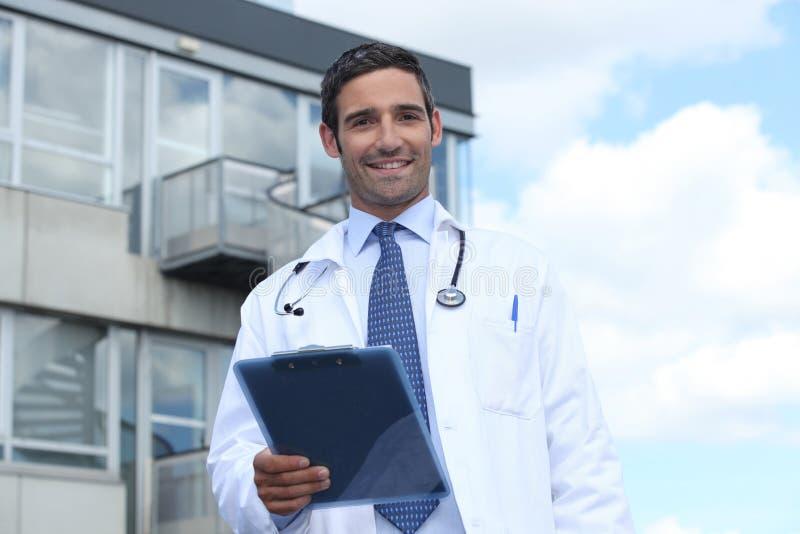 Download Hospital Exterior Ereto Do Doutor Imagem de Stock - Imagem de profissional, atrativo: 26505271