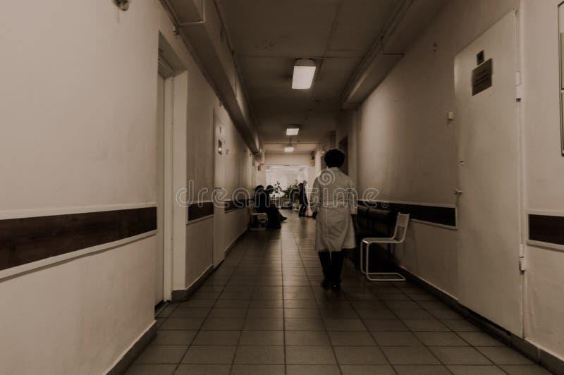 Hospital mental abandonado interior del vestíbulo fotografía de archivo libre de regalías