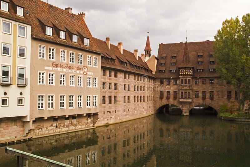 Hospital y edificios viejos de la farmacia, Baviera, Alemania de Nuremberg imagenes de archivo
