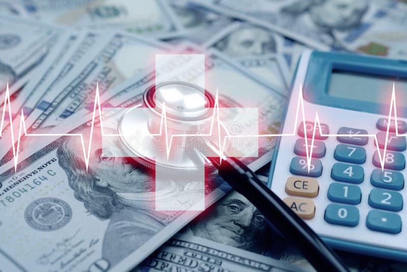 Hospitalit? avec beaucoup d'argent et de st?thoscope et d'h?pital de cardiologie photographie stock libre de droits