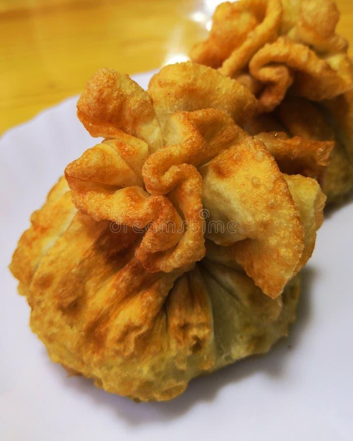 Hosur Mong huushuur, IPA: [xʊ ː ʃʊr] jest popularny Mongolski mięsa i ciasta naczynie obrazy stock