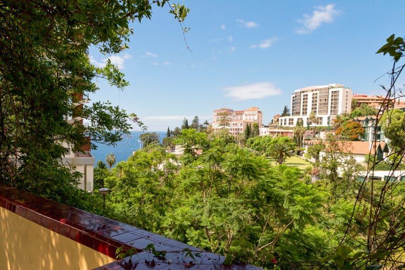 Hotéis Funchal na costa alta de Madeira, Portugal fotografia de stock