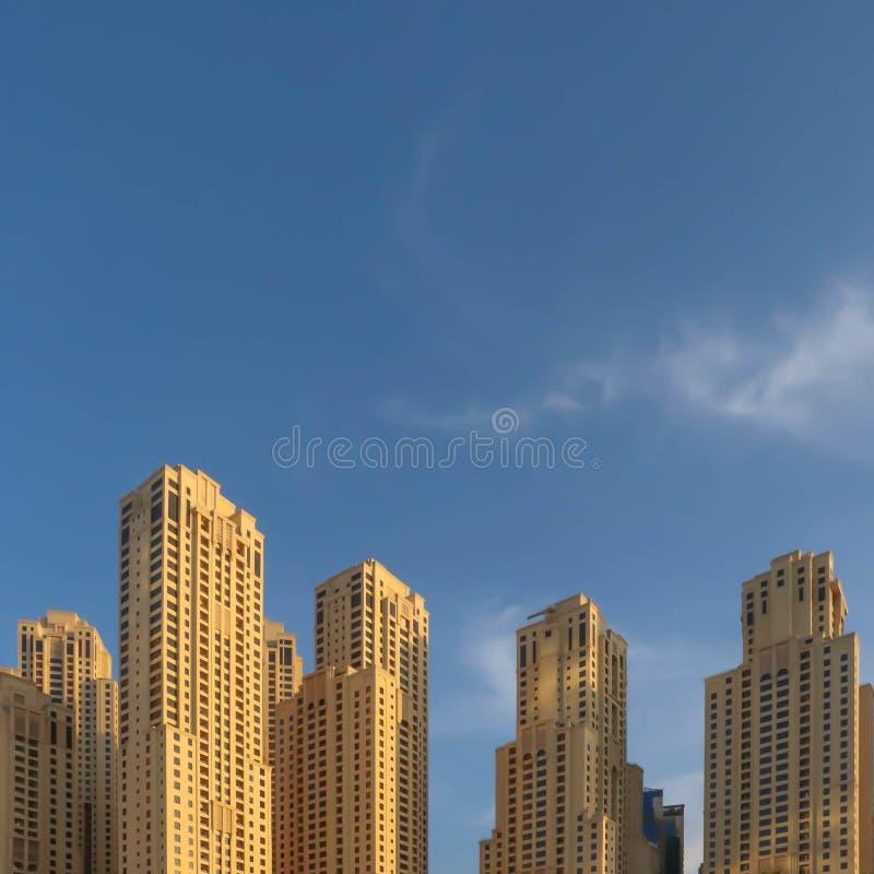 Hotéis o 25 de dezembro/2018 de Dubai, UAE Dubai no dia de verão imagens de stock