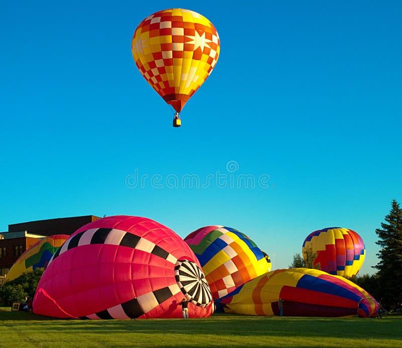 Hot_air_Balloon_Preparation 免版税库存图片