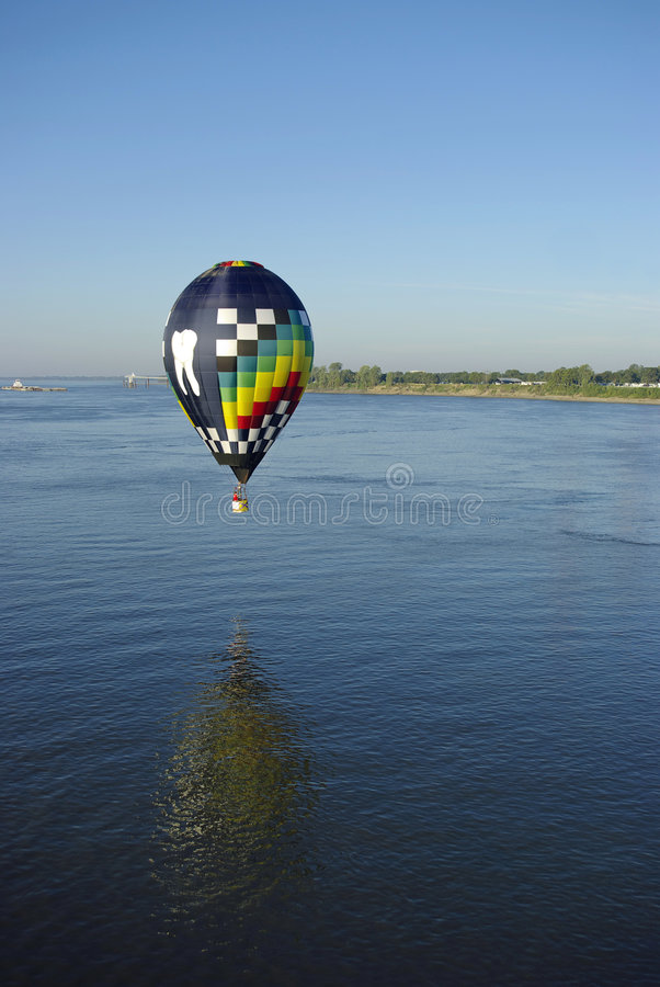 Free Hot Air Balloon Reflection In Mississippi River Royalty Free Stock Photos - 6806098