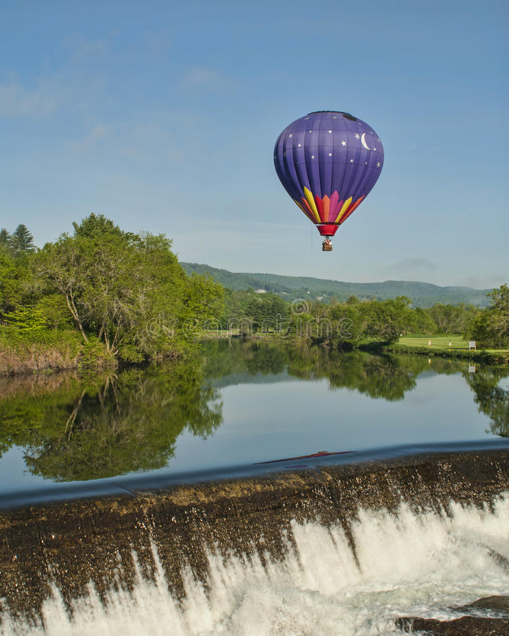 Free Hot Air Balloon RIde At Quechee Vermont Royalty Free Stock Photography - 26542347