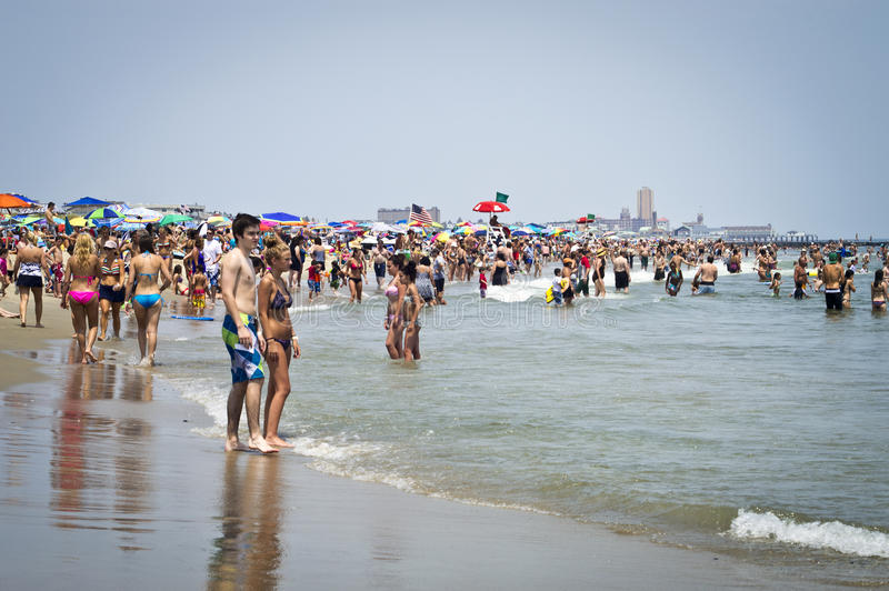 Download Hot Day Jersey Shore editorial stock image. Image of ocean - 25615844