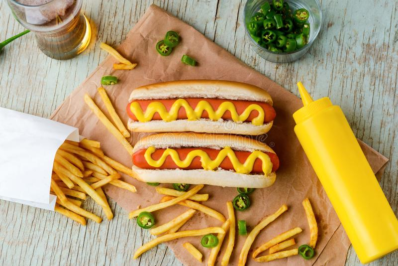Hot dog, musztarda i piwo, fotografia royalty free