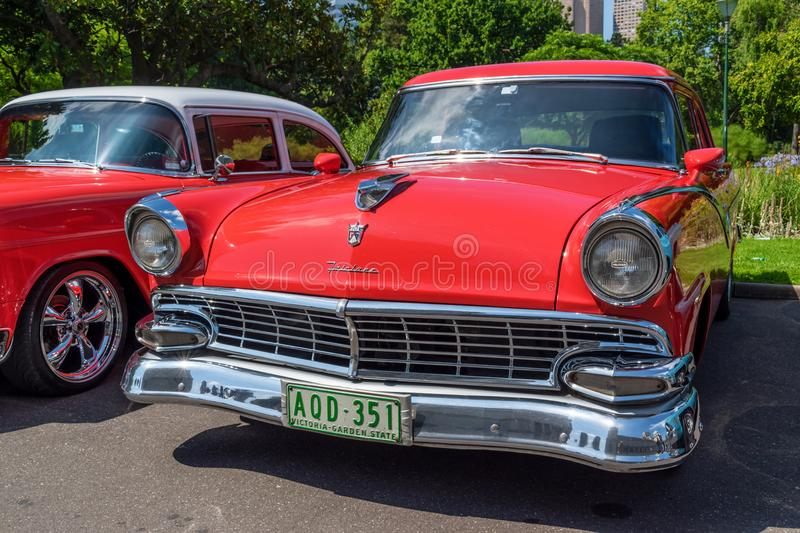 Hot rod Ford Fairlane 8 image libre de droits
