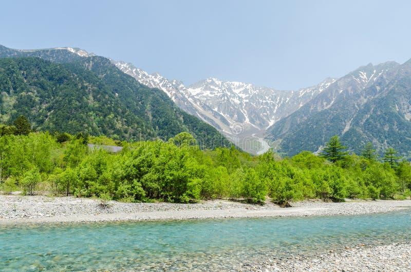 Hotaka pasmo górskie i azusa rzeka w wiośnie przy kamikochi Nagano Japan fotografia stock