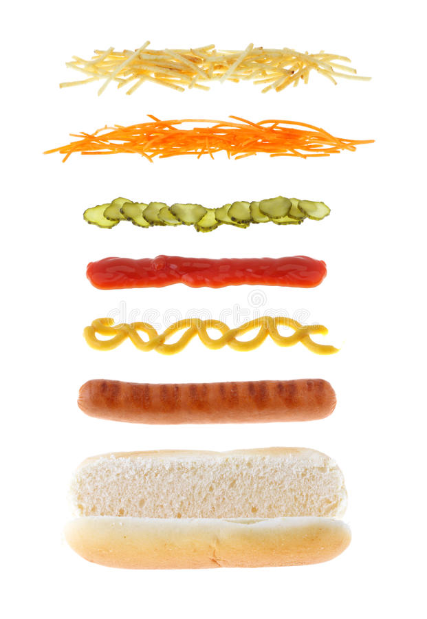 Hotdog com os ingredientes diferentes isolados fotos de stock