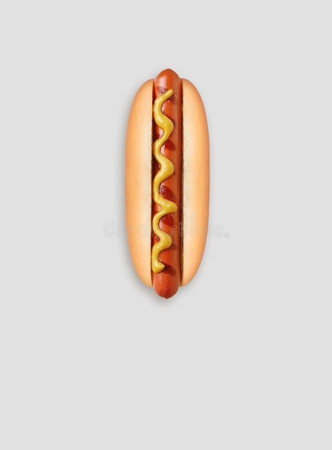 Hotdoggrill met mosterd stock fotografie