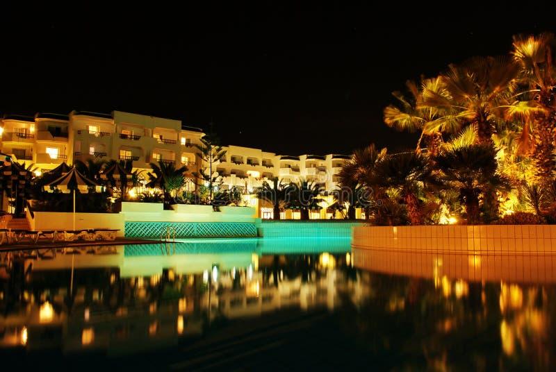 Download Hotel imagem de stock. Imagem de natação, sundown, exterior - 16865847