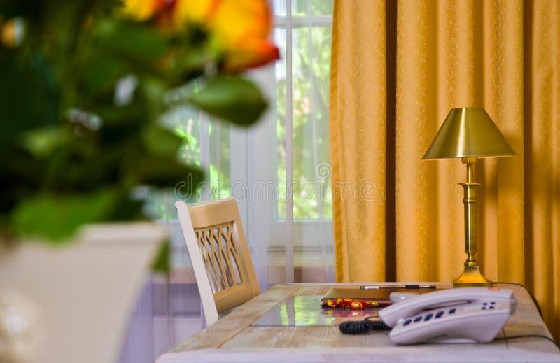 Hotel-Arbeits-Schreibtisch lizenzfreie stockfotos