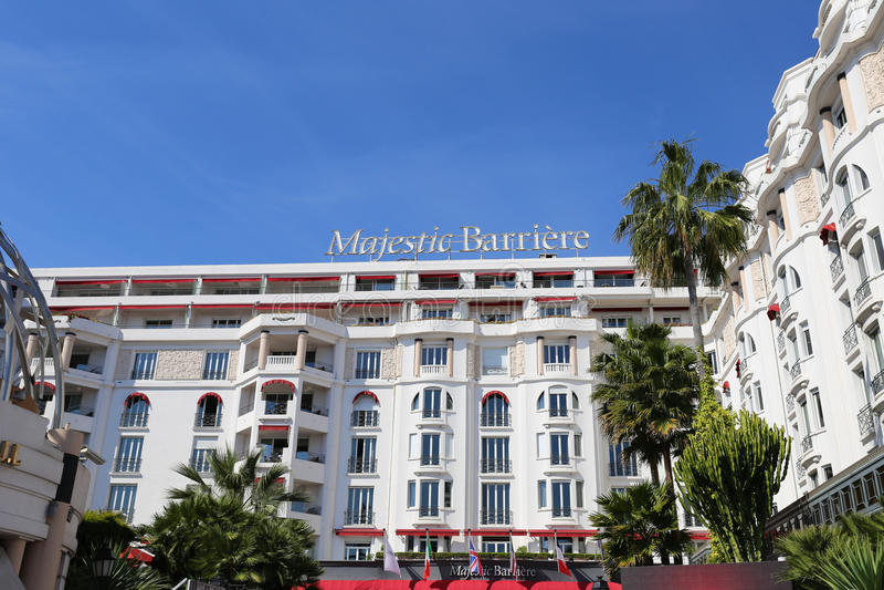 Hotel Barriere maestoso a Cannes al Croisette immagine stock libera da diritti