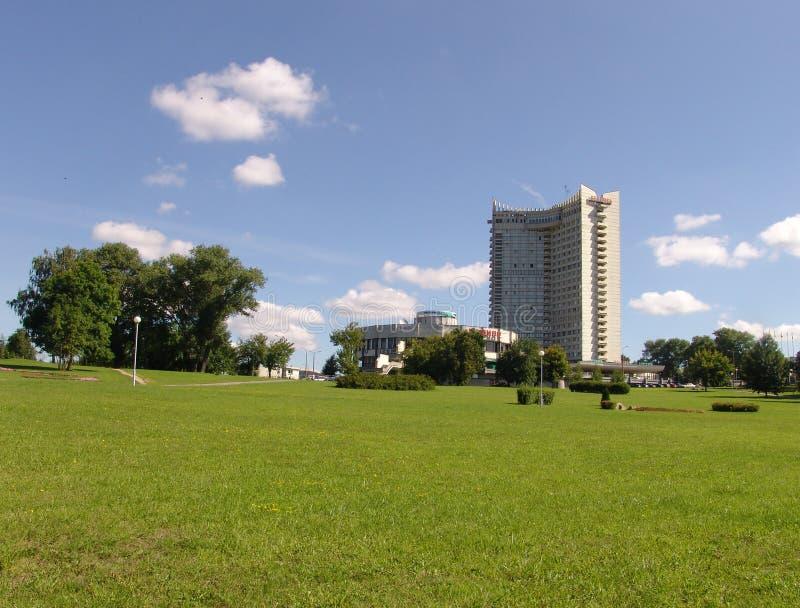 Hotel che costruisce la Bielorussia nel distretto Nemiga a Minsk immagini stock