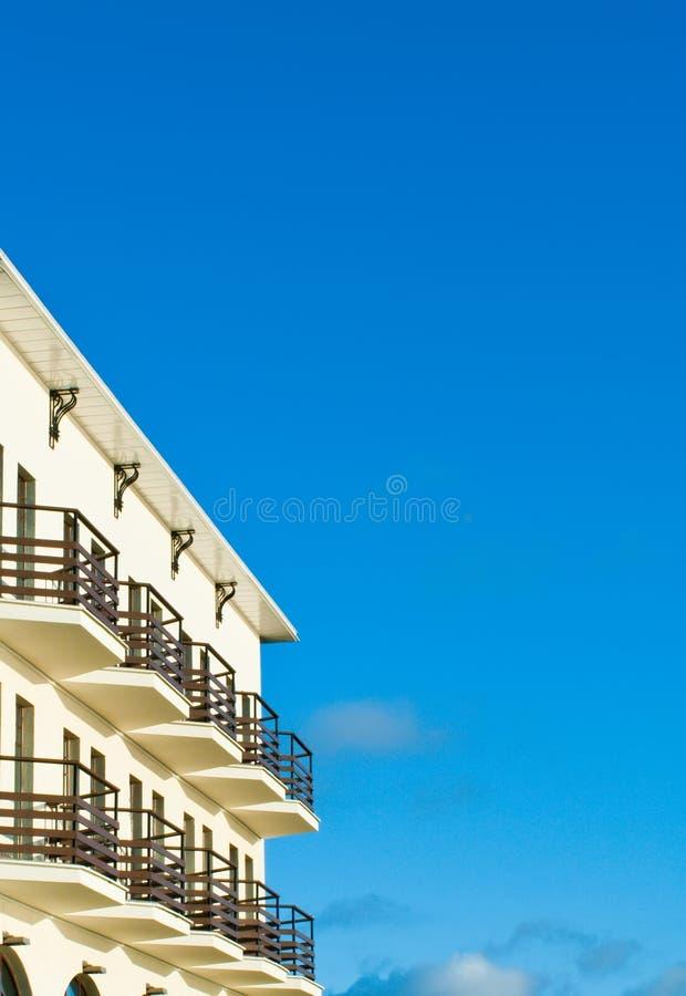 Hotel con il balcone fotografia stock