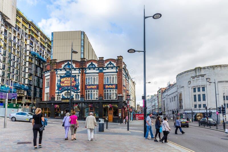 Hotel da coroa da opinião da rua em LIverpool, Reino Unido fotografia de stock royalty free
