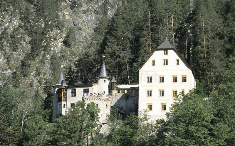 Download Hotel da montanha imagem de stock. Imagem de turista, velho - 63251