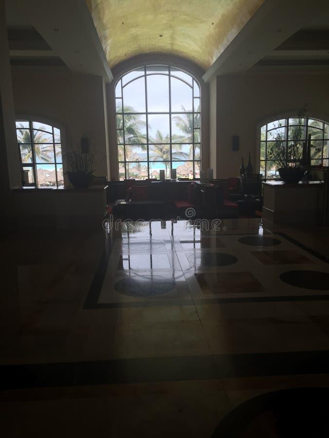 Hotel da opinião da janela foto de stock