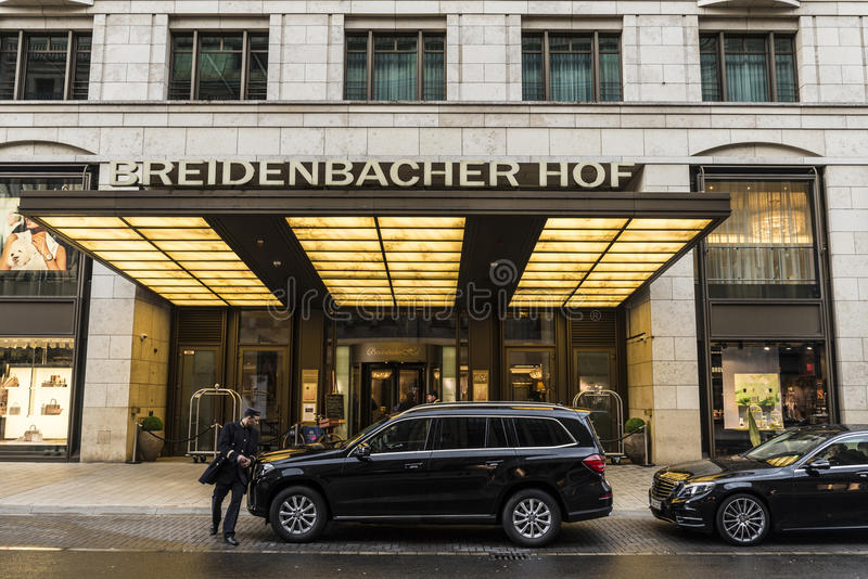 Hotel de Breidenbacher Hof en Düsseldorf, Alemania foto de archivo