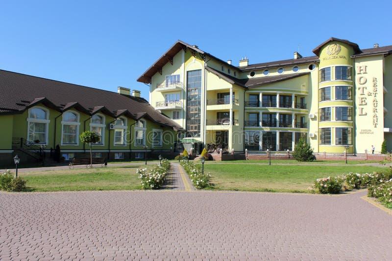 Hotel de cinco estrelas nos subúrbios fotografia de stock