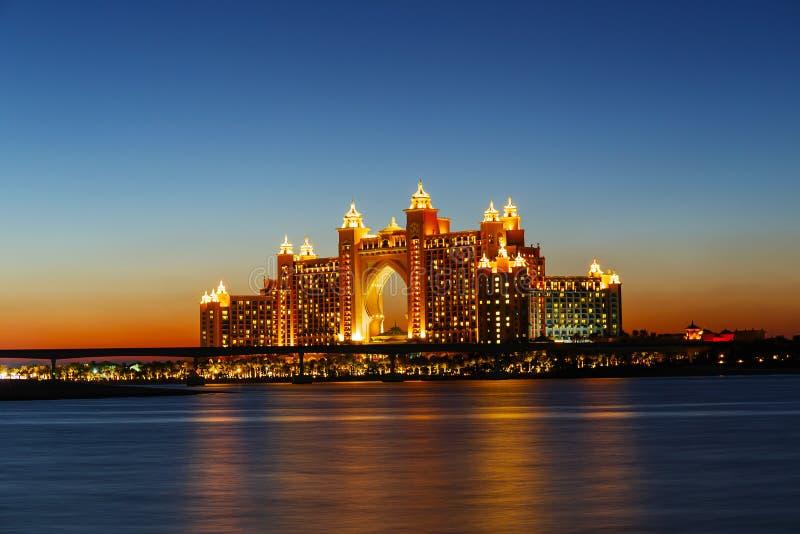 Hotel de la Atlántida de la opinión de la noche en Dubai, UAE imágenes de archivo libres de regalías