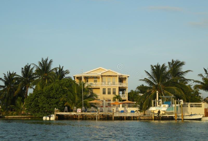 Hotel de la costa en el calafate de Caye, Belice fotos de archivo