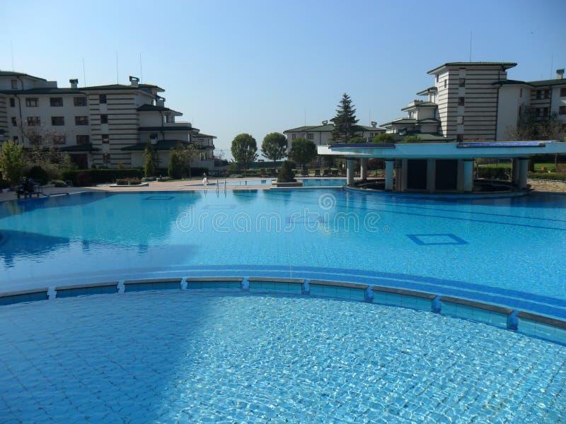 Hotel de la piscina en griego fotografía de archivo