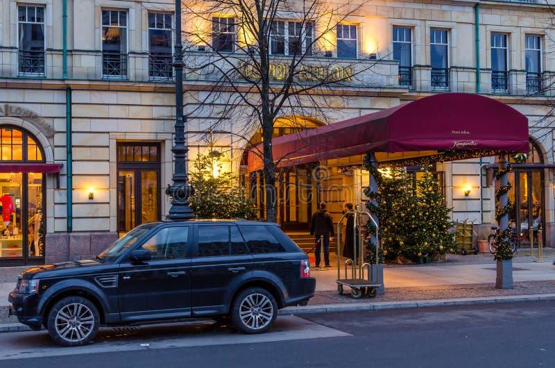 Hotel de lujo Adlon en Berlín imagenes de archivo