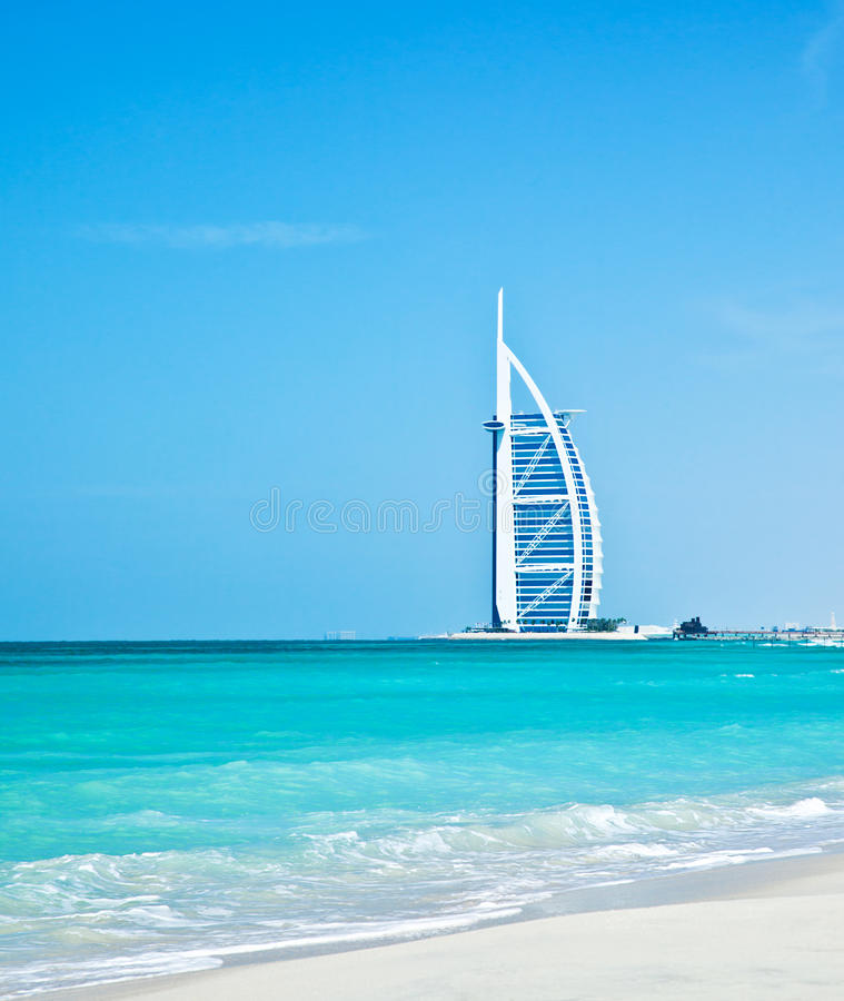 hotel de luxo de 7 estrelas na praia de Dubai foto de stock royalty free