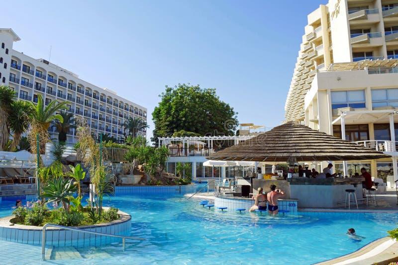 Hotel de oro de la playa de la bahía, Larnaca, CHIPRE fotos de archivo