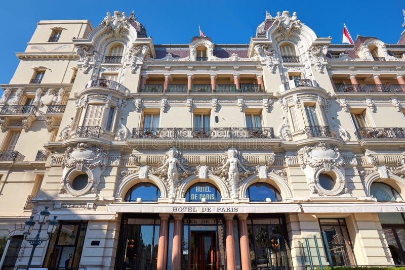 Hotel de Paris, fachada da construção do hotel de luxo em um dia de verão em Monte - Carlo, Mônaco fotografia de stock