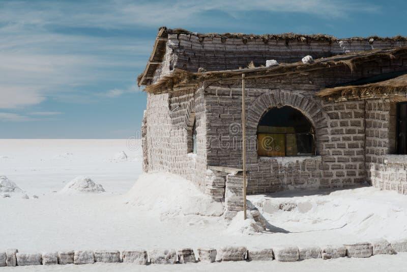Hotel de sal no Bolivia& x27; s Salar de Uyuni imagem de stock