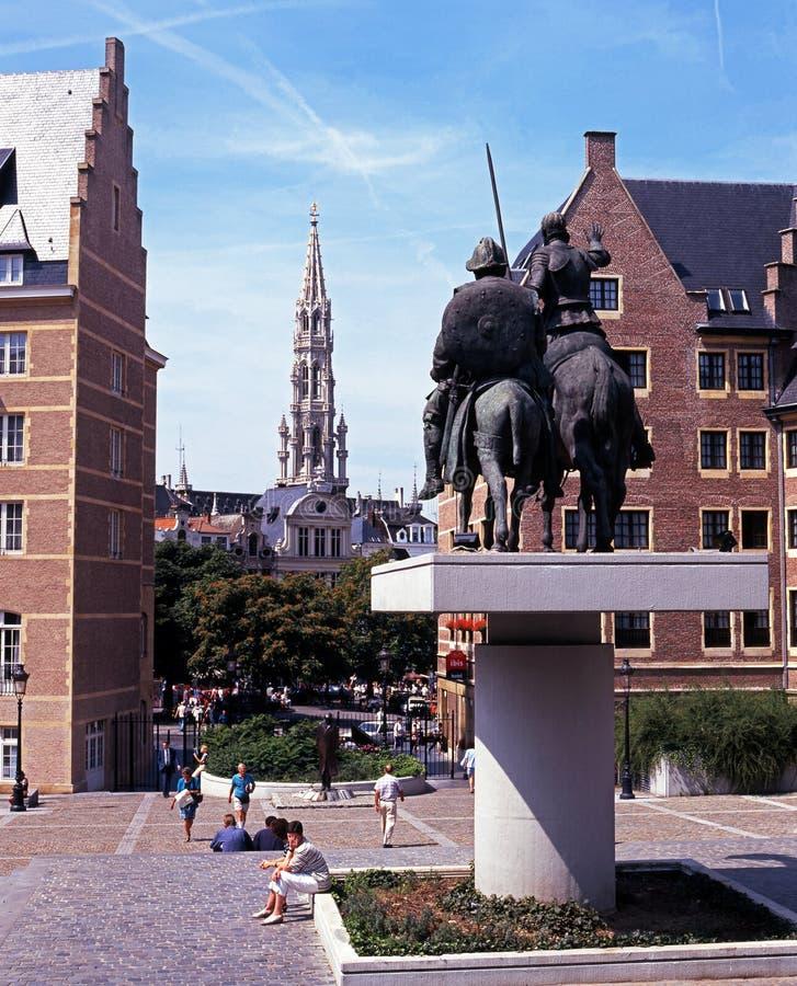 Hotel de Ville y Don Quixote, Bruselas fotos de archivo libres de regalías