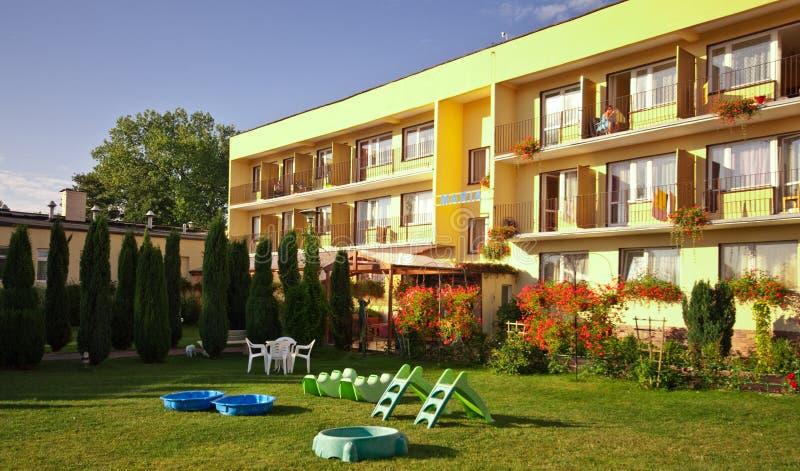 Hotel in de zomer royalty-vrije stock afbeelding