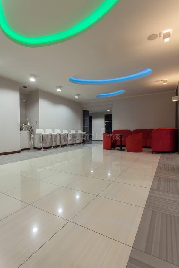 Hotel del arbolado - pasillo del hotel fotografía de archivo