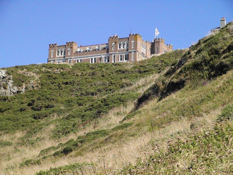 Hotel del castillo de Tintagel imagenes de archivo