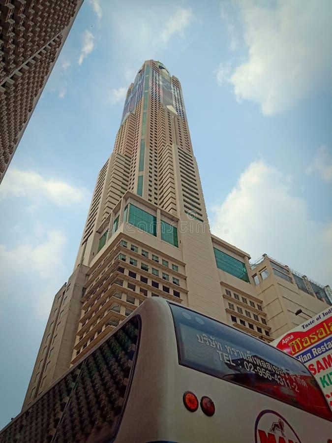 Hotel del cielo de Baioke, Bangkok, opinión de la calle imagen de archivo libre de regalías