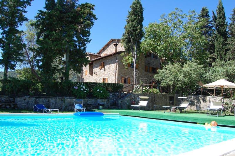 Hotel del cortijo con la piscina foto de archivo libre de regalías