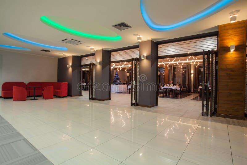 Hotel del terreno boscoso - interno dell'hotel fotografie stock